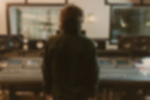 Mann im Studio