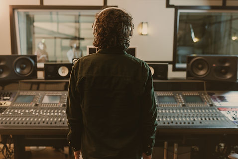 スタジオの男