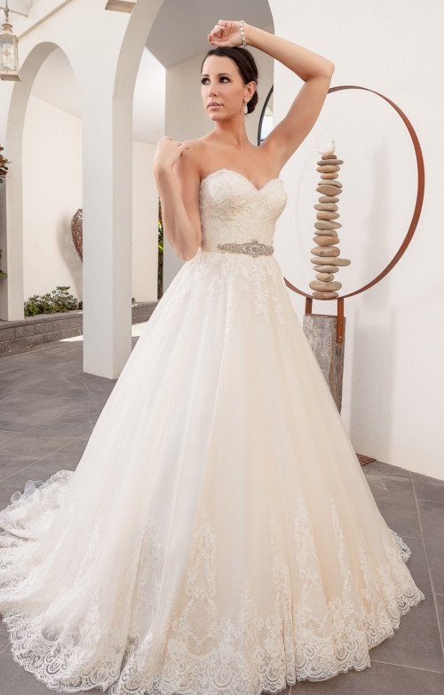 When do I buy my wedding dress?