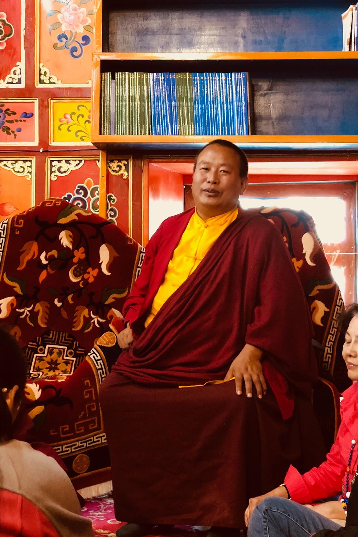 Rinpoche La Long Ba (拉龙巴活佛慈诚罗珠仁波切)