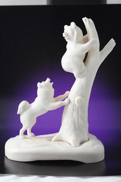 Скульптура Медвежонок с собакой,  Материал рог лося.JPG