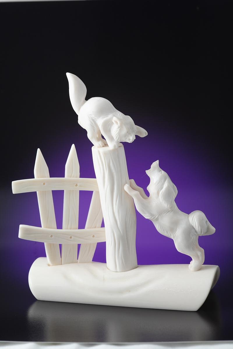 Скульптура Кот и пес, Материал цевка, рог лося.jpg