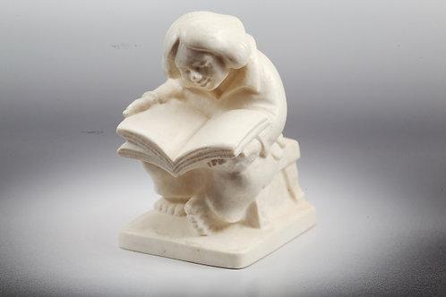 """Скульптура """"Читающий мальчик"""""""