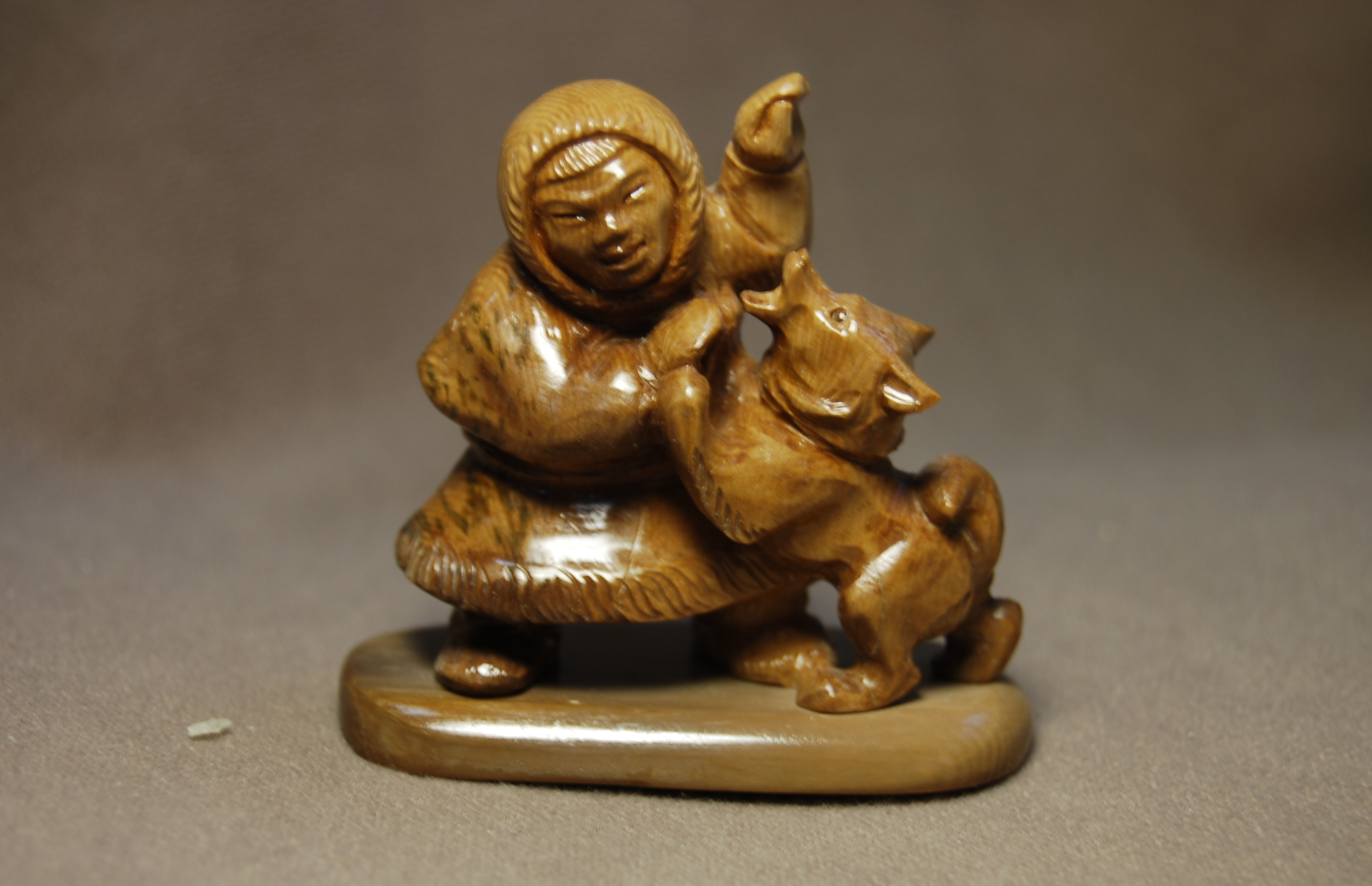 Скульптура Друг, Материал бивень мамонта.jpg