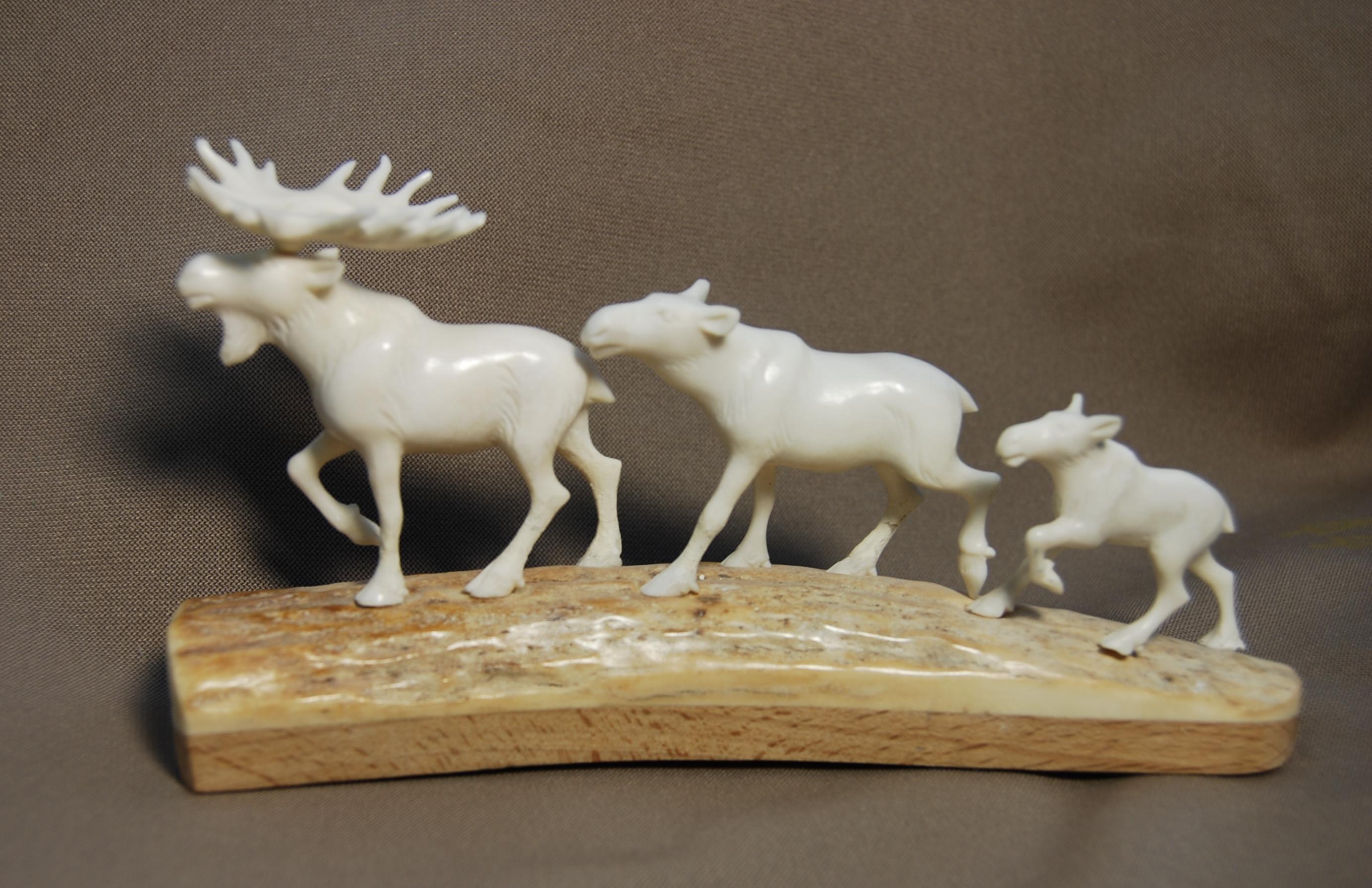 Скульптура Семья лосей, Материал рог лося.jpg