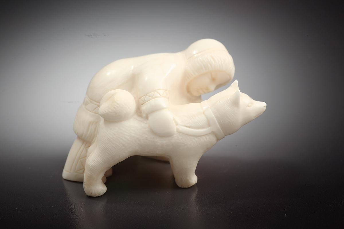 Скульптура Мальчик с собакой   Материал рог лося.jpg