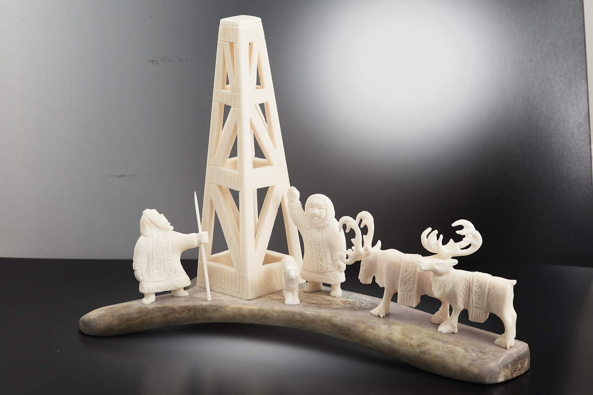 Скульптура На буровой, Материал цевка, рог лося.JPG