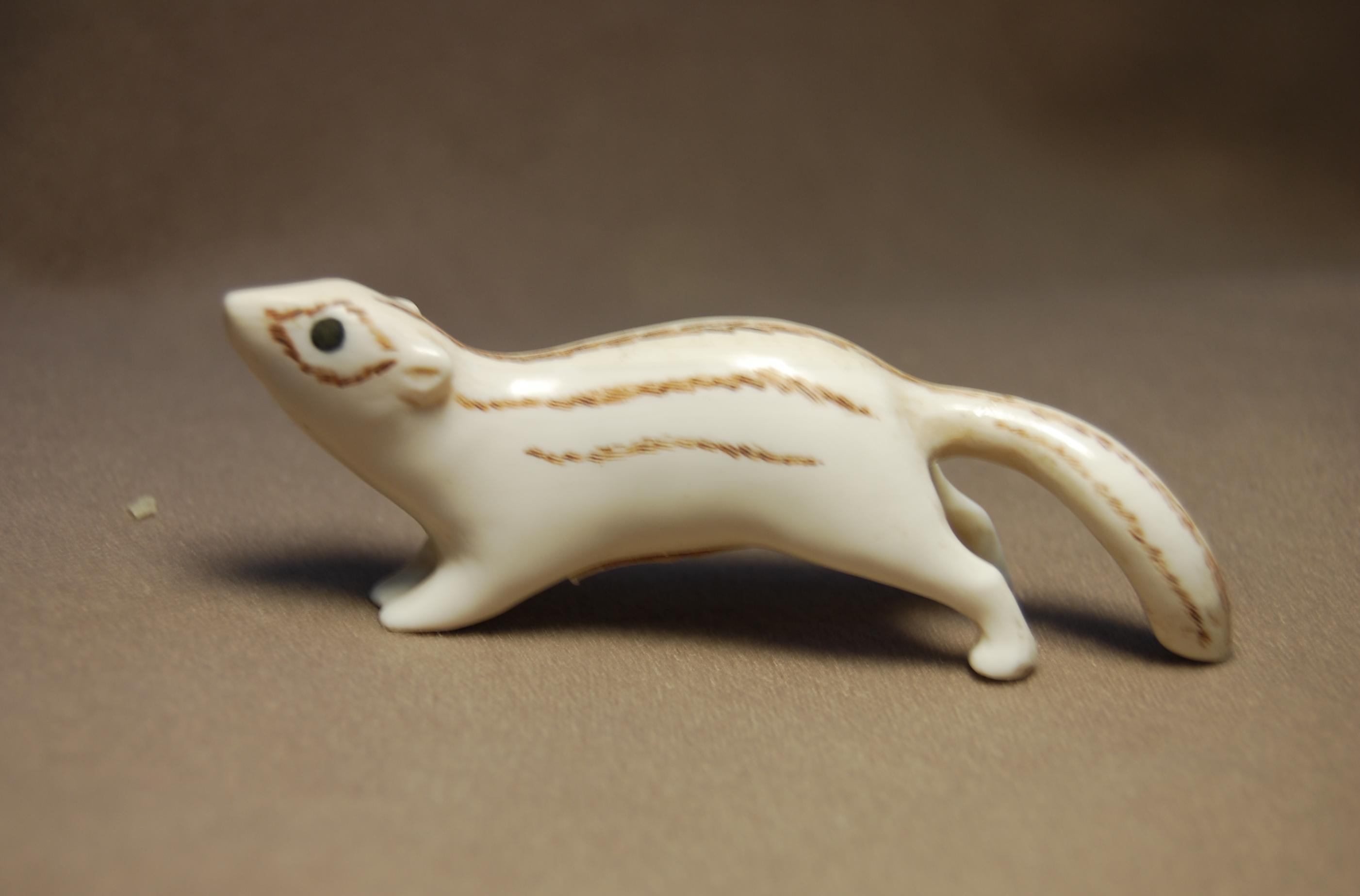 Скульптура Бурундук, Материал рог лося.jpg