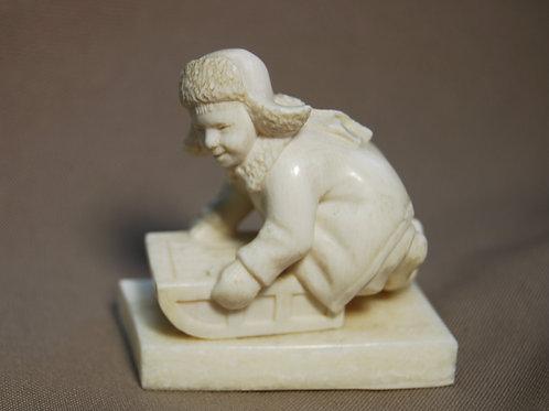 "Скульптура ""Мальчик на санках """