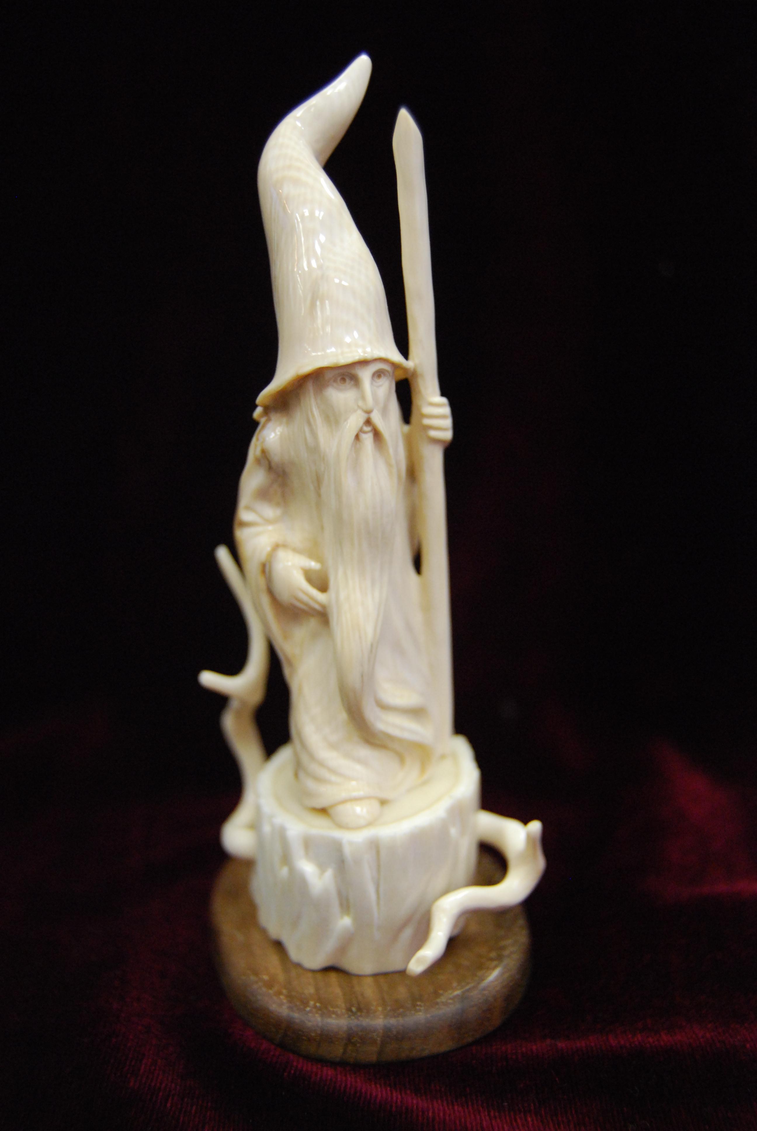 Скульптура Волшебник,   Материал бивень мамонта.jpg
