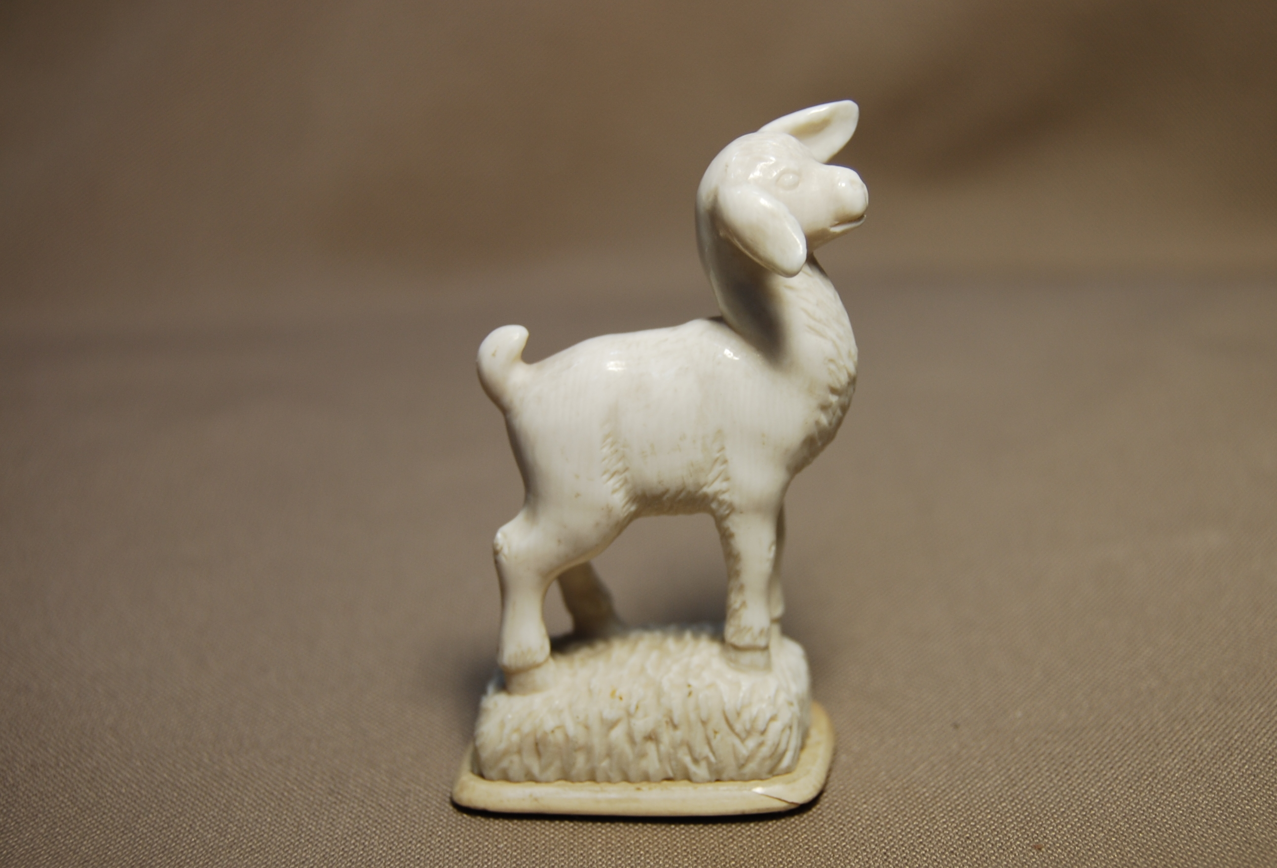 Скульптура         Барашек,           Материал                 рог лося.jpg