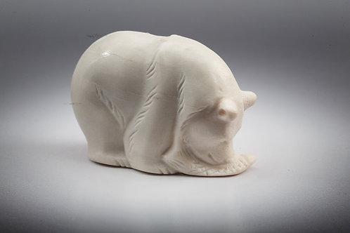 """Скульптура """"Медведь с рыбой"""""""