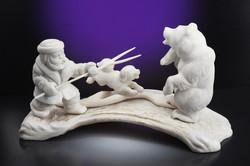 Скульптура Охота на медведя,  Материал рог лося, цевка.jpg