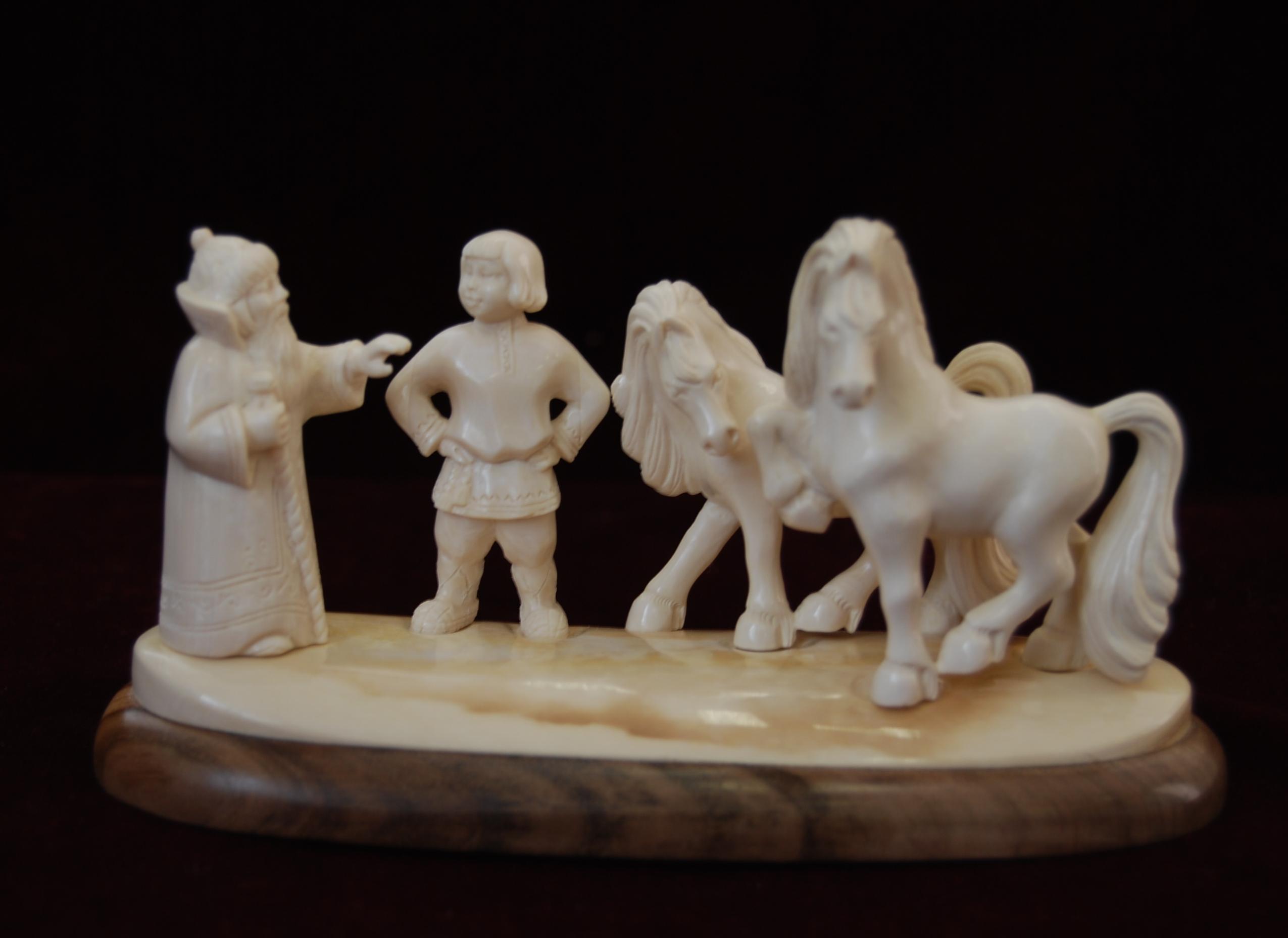 Скульптура Эта пара царь моя, Материал бивень мамонта.jpg