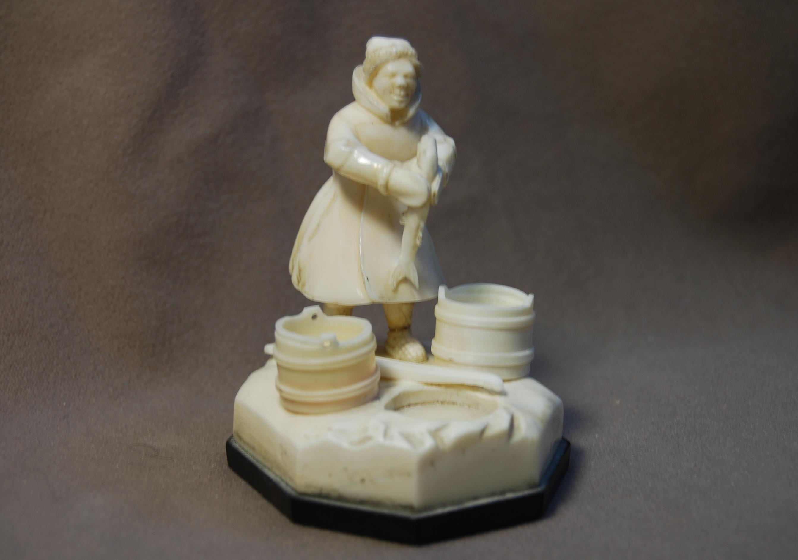 Скульптура По щучьему велению, Матераил рог лося.jpg