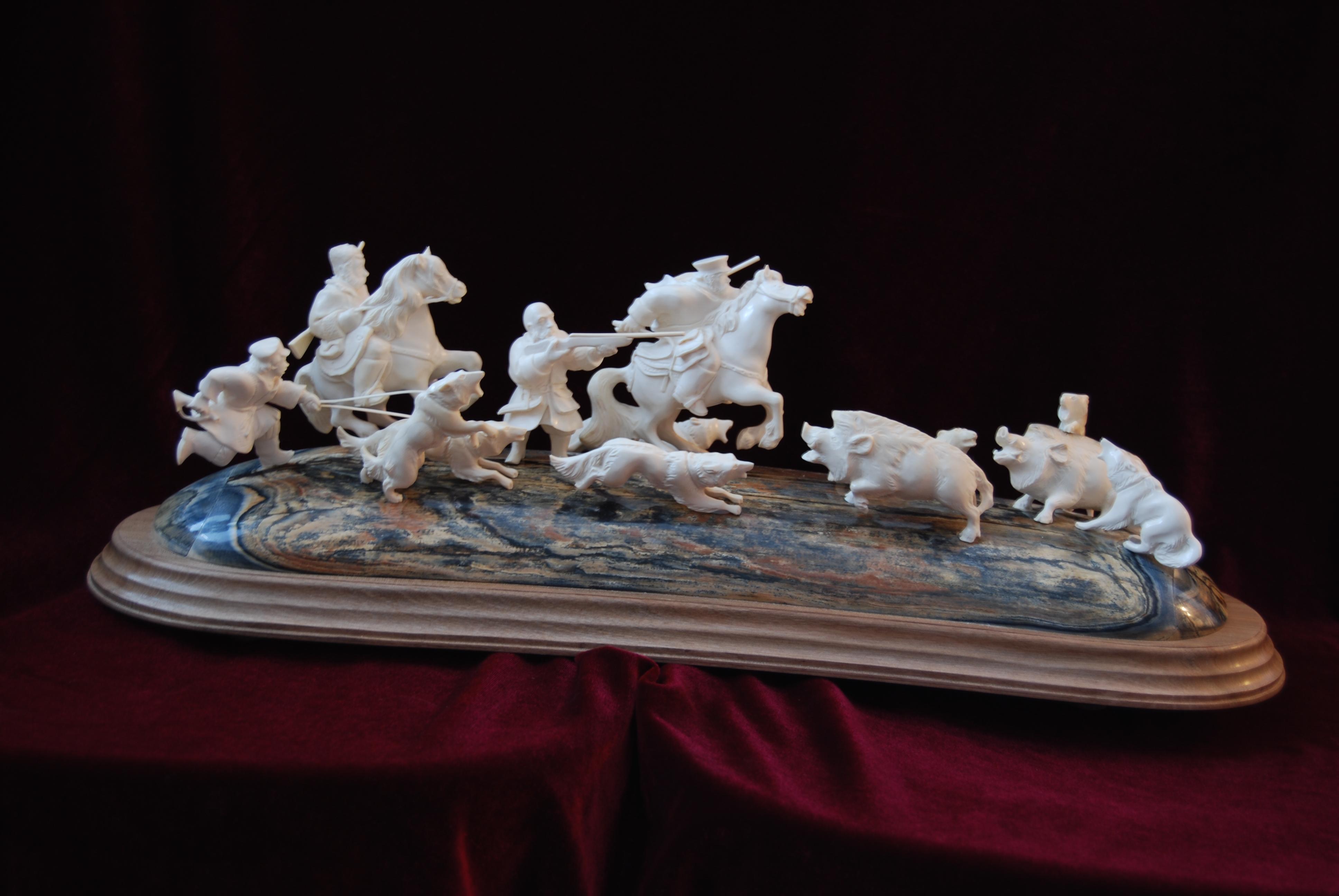 Скульптура Царская охота Материал бивень мамонта.jpg