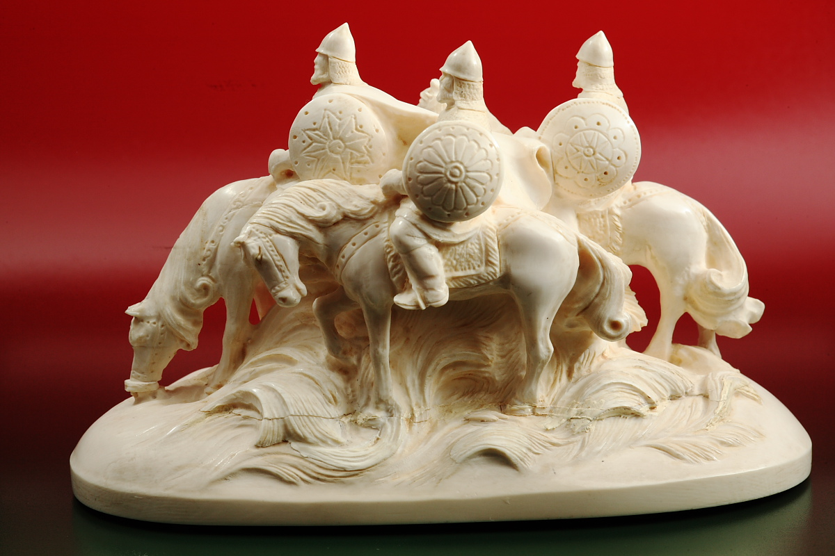Скульптура В дозоре,  Материал бивень мамонта.jpg