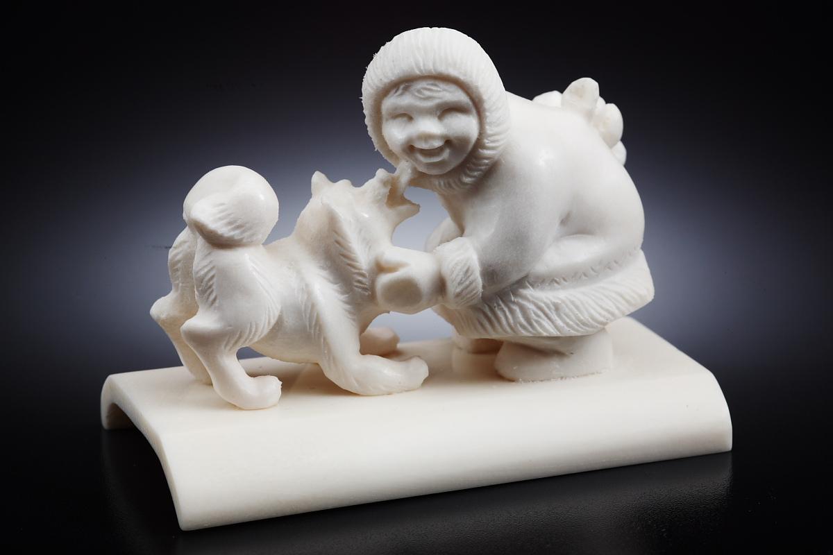 Скульптура Мальчик с собакой Материал цевка, рог лося.JPG