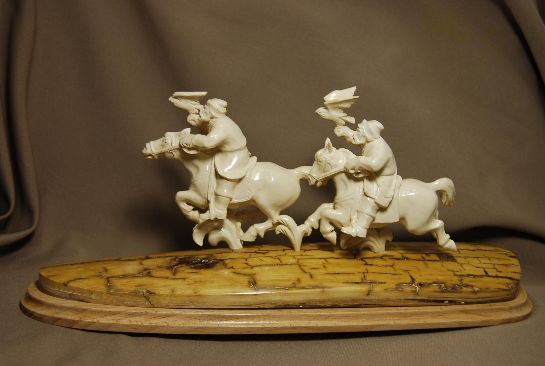 Скульптура Соколиная охота, Материал бивень мамонта.jpg