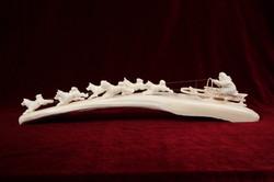 Скульптура Поездках на собаках , Материал рог лося, цевка.JPG