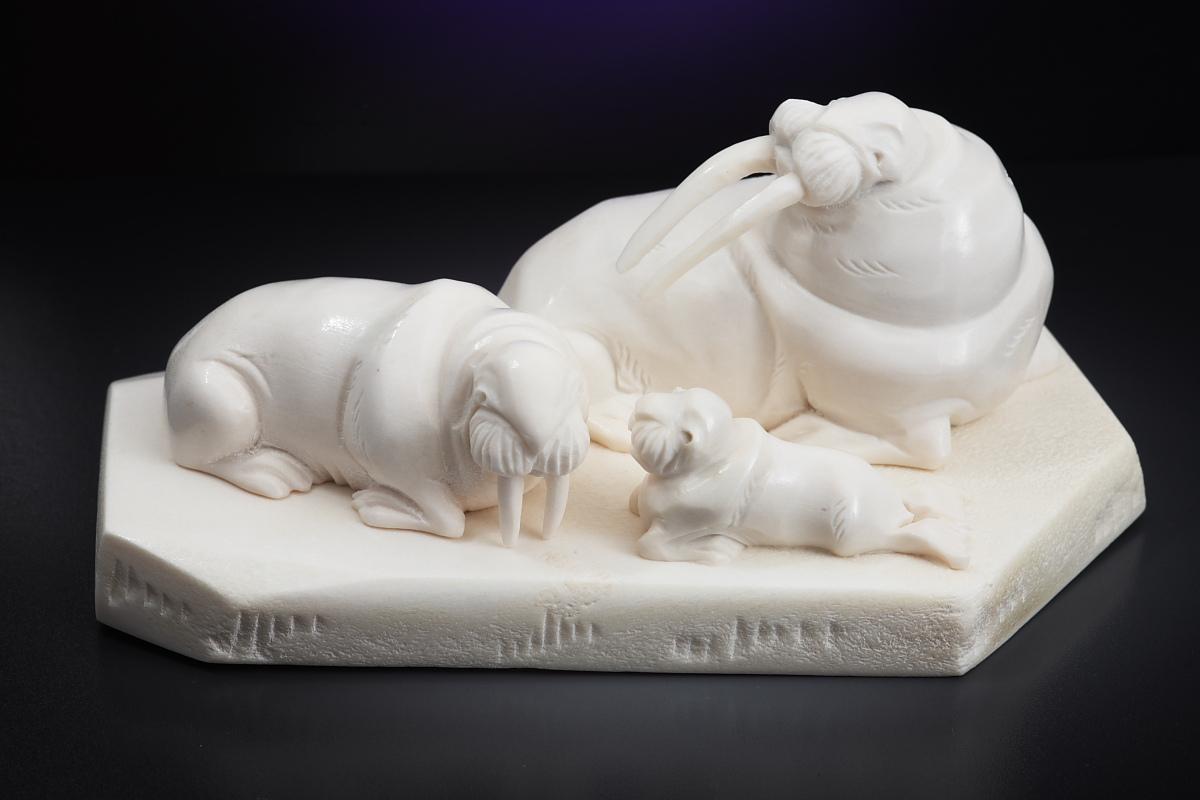 Скульптура Моржи на льдине, Материал рог лося.jpg