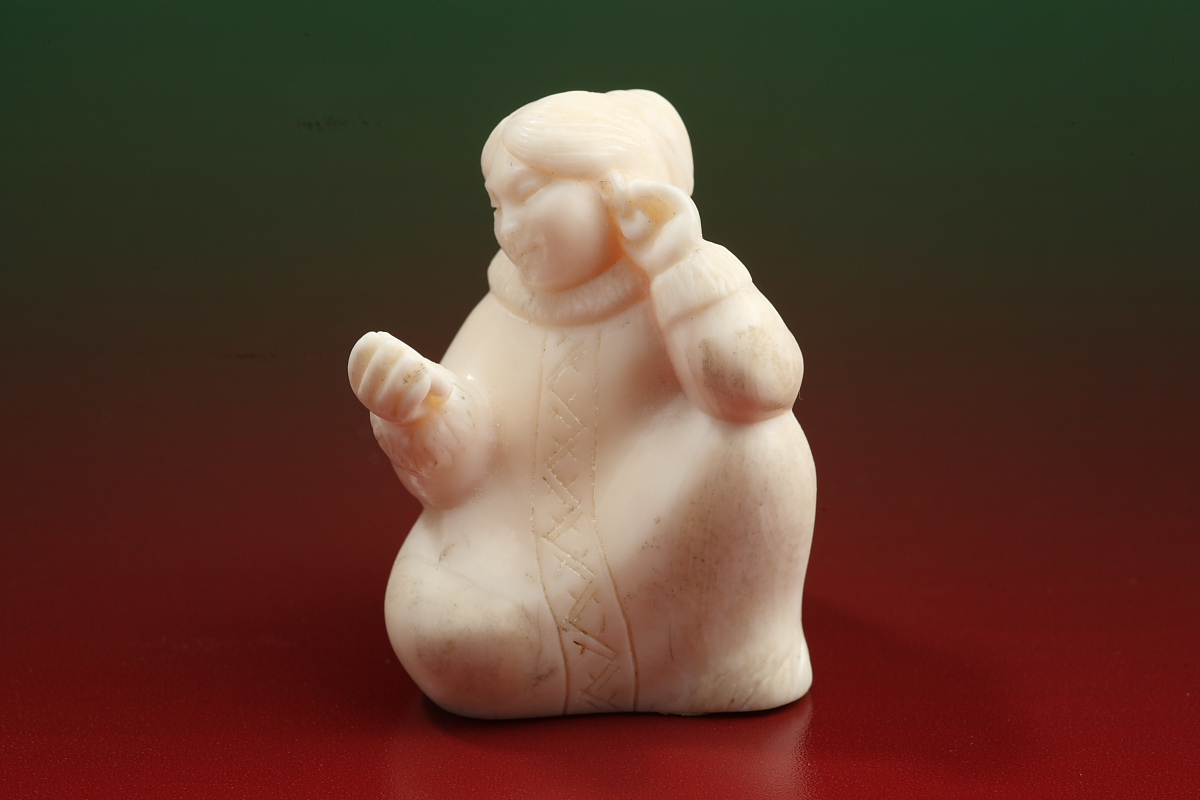 Скульптура Примерка, Материал рог лося.JPG