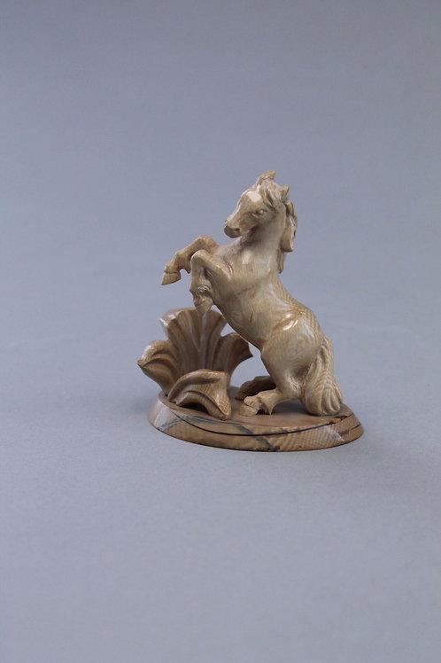 """Скульптура """"Играющая лошадка"""""""