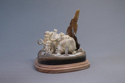 """Скульптура """"Мамонты. Ледниковый период"""""""