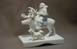 Скульптура Охотник на олене, Материал  рог лося.jpg