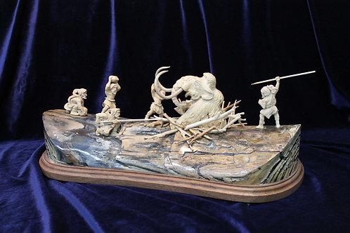 """Скульптура """"Охота на мамонта"""""""