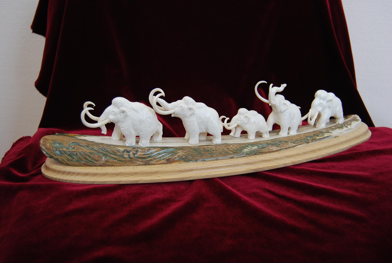 Скульптура Стадо мамонтов, Материал бивень мамонта.jpg