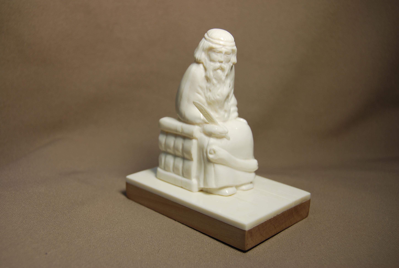 Скульптура Летописец Материал цвка.jpg