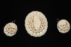 Комплект Незабудки (брошь, серьги)Материал Бивень мамонта