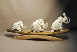 Скульптура Мамонты-3, Материал бивень мамонта.jpg