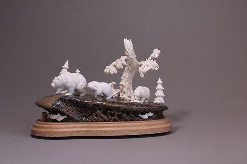 "Скульптура ""Медведи на рыбалке"""