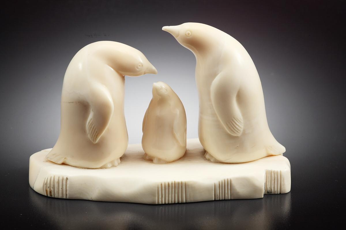 Скульптура Семья пингвинов, Материал рог  лося.jpg