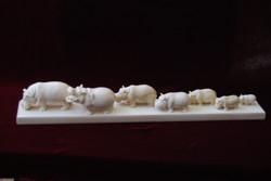 Скульптура Семейство бегемотов, Материал  бивень мамонта.jpg
