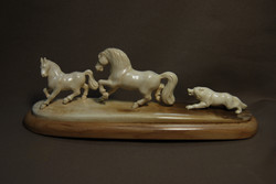 Скульптура    Волк и лошади, Материал бивень мамонта.jpg