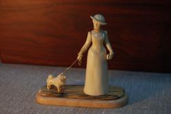 Скульптура Дама с собачкой  Материал бивень мамонта.jpg