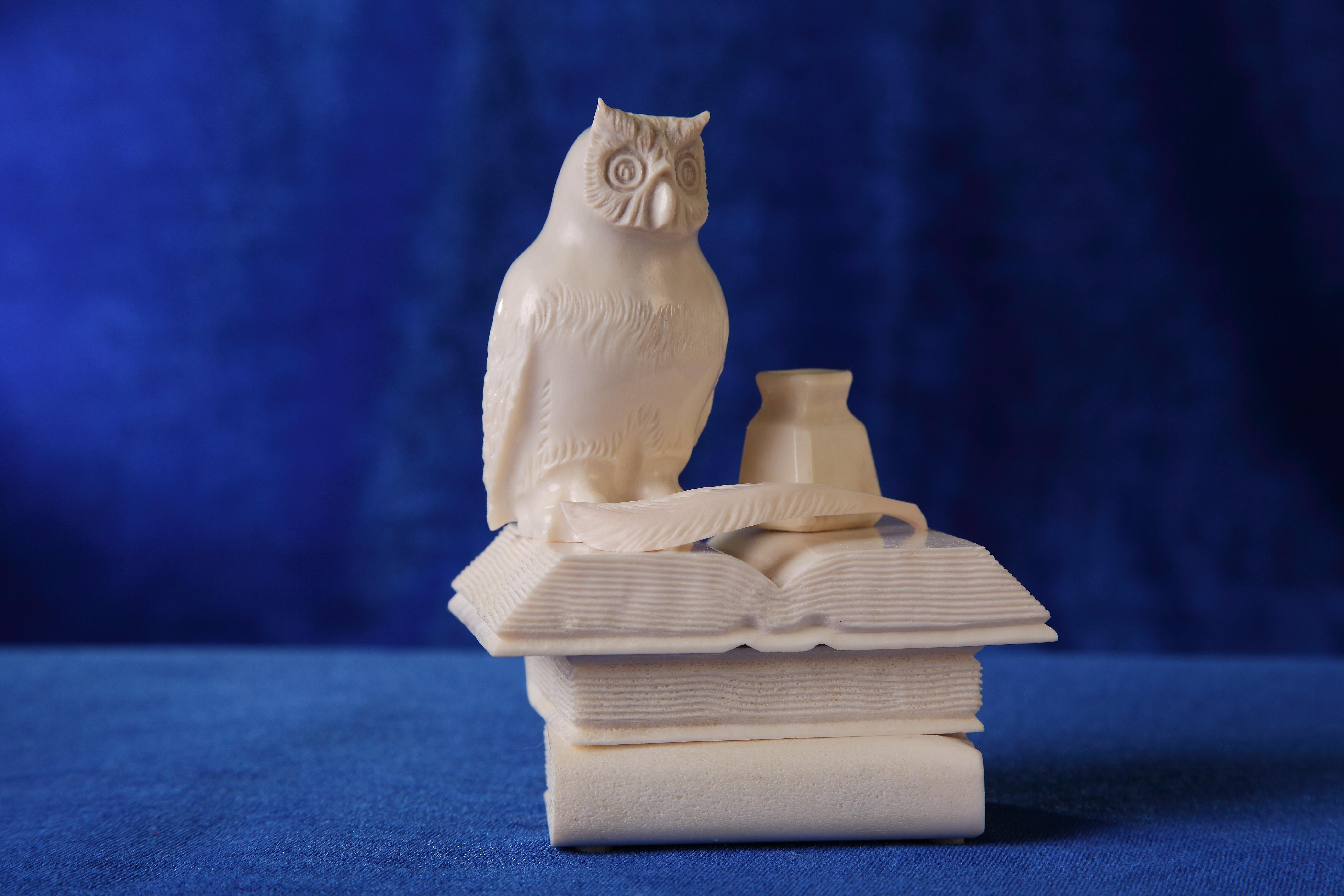 Скульптура Филин на книгах Материал рог лося.JPG