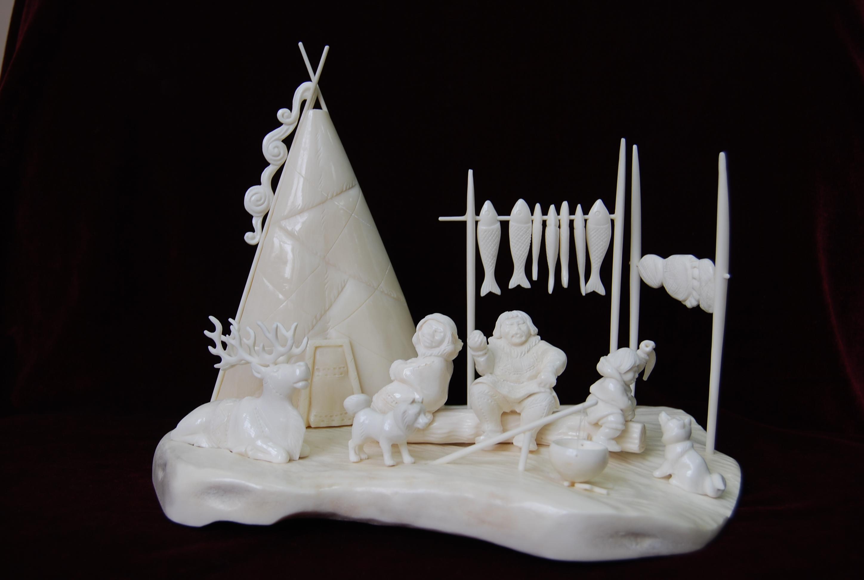 Скульптура У чума Материал цевка, рог лося.jpg