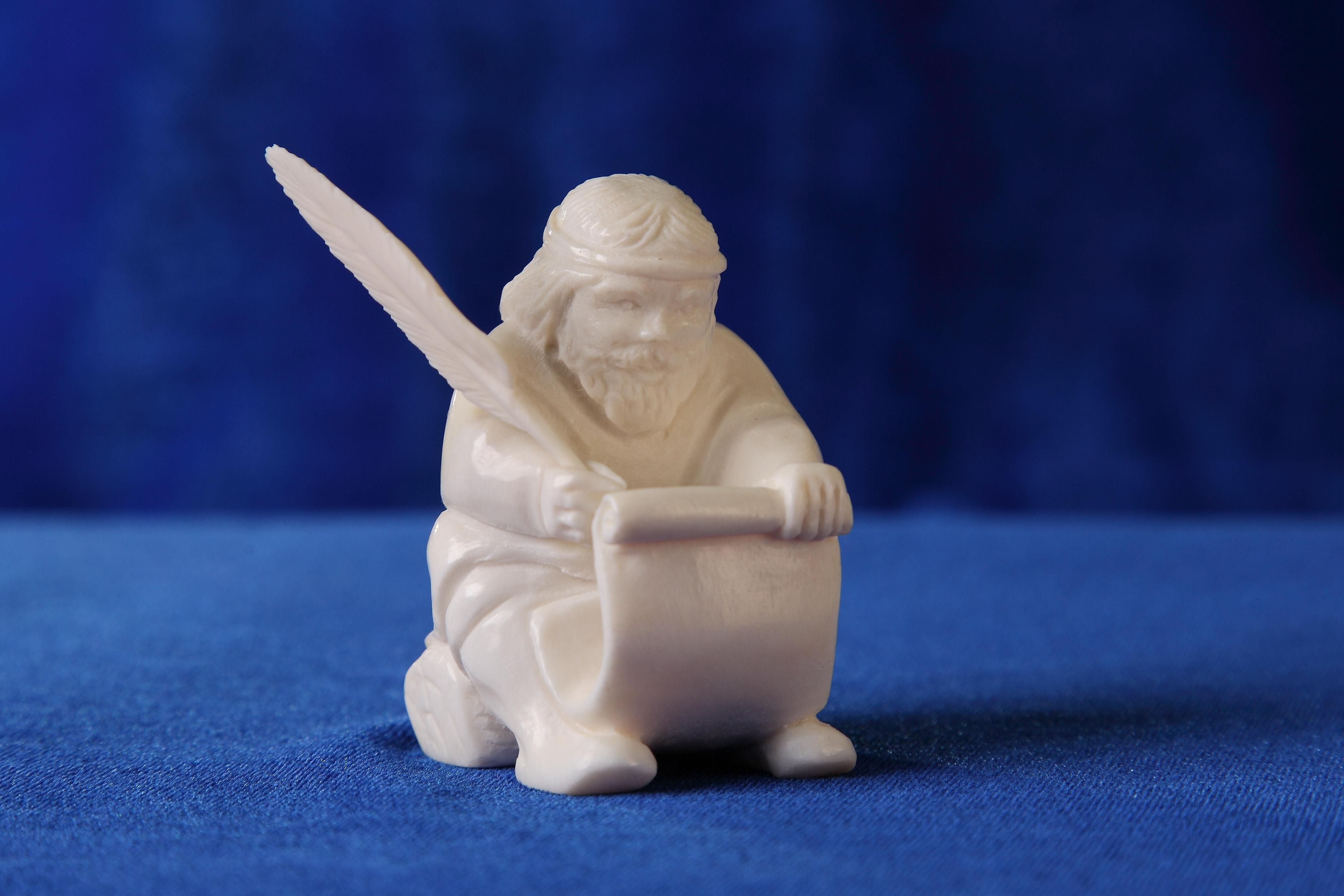 Скульптура Мудрец. Материал рог лося, ц евка.JPG
