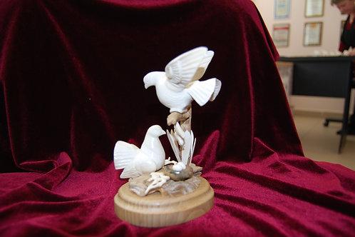 """Скульптура """"Голуби с гнездом"""""""