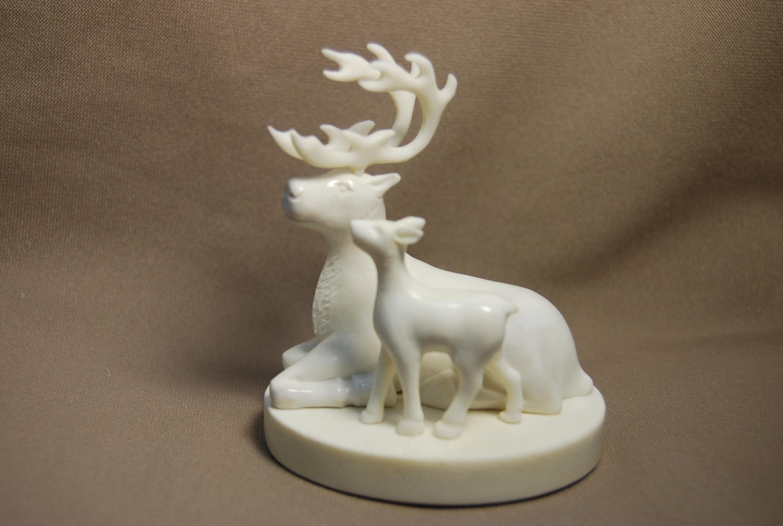 Скульптура Олениха с олененком, Материал рог оленя.jpg