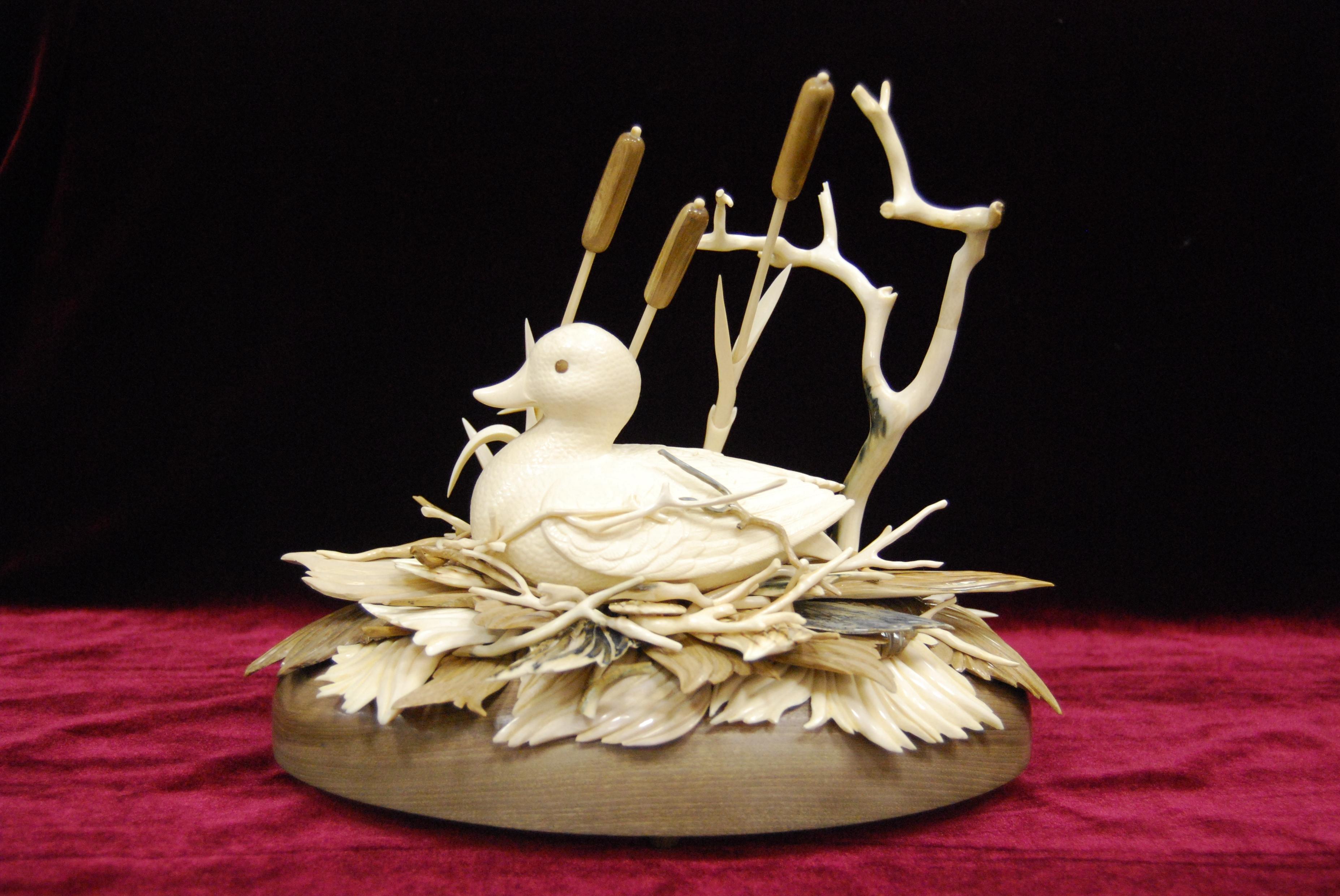 Скульптура Утка, Материал бивень мамонта.jpg