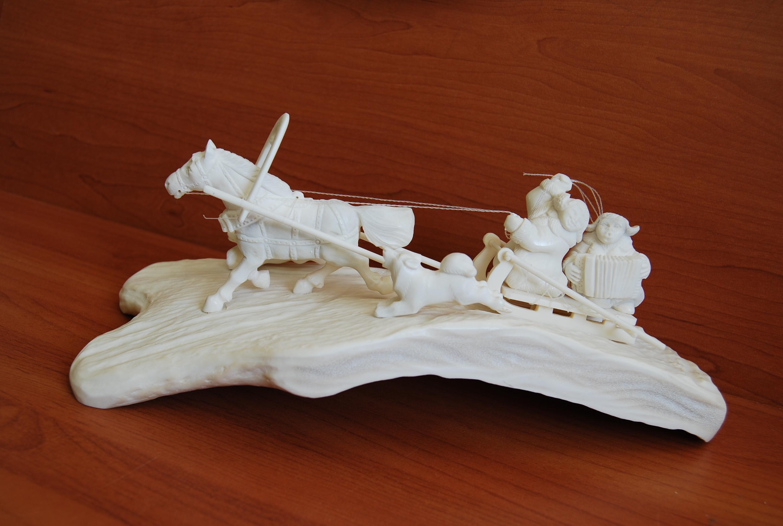 Скульптура К девчатам Материал цевка, рог лося.jpg