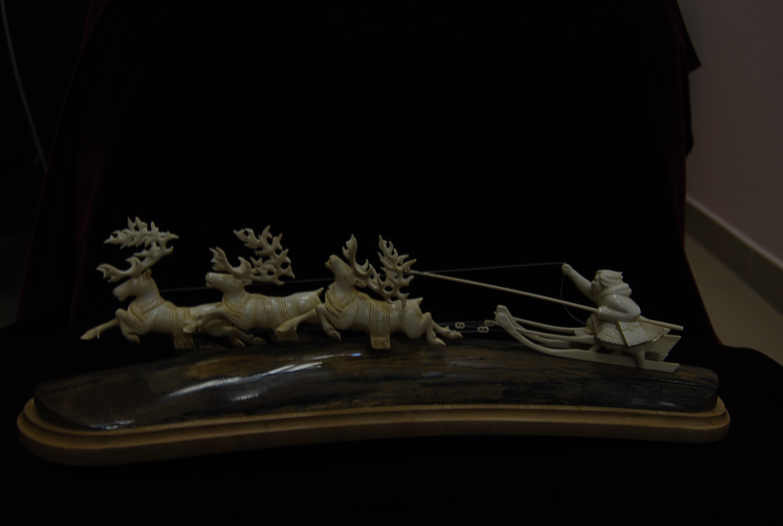 Скульптура Тройка, Материал   бивень мамонта,цевка мамонта.jpg