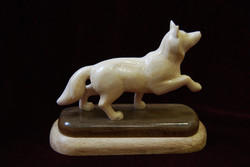 Скульптура             Волк,            Материал бивень мамонта.jpg
