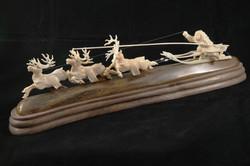 Скульптура        Тройка                 Материал зуб кашалота, цевка мамонта.jp