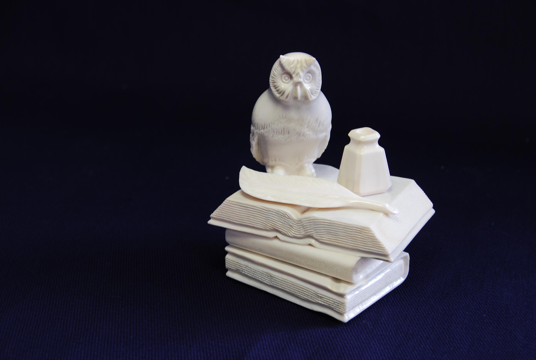 Скульптура Филин на книгах, Материал рог лося..jpg